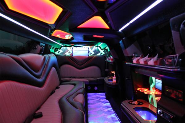 8 Person Chrysler 300 Limo Rental Aurora